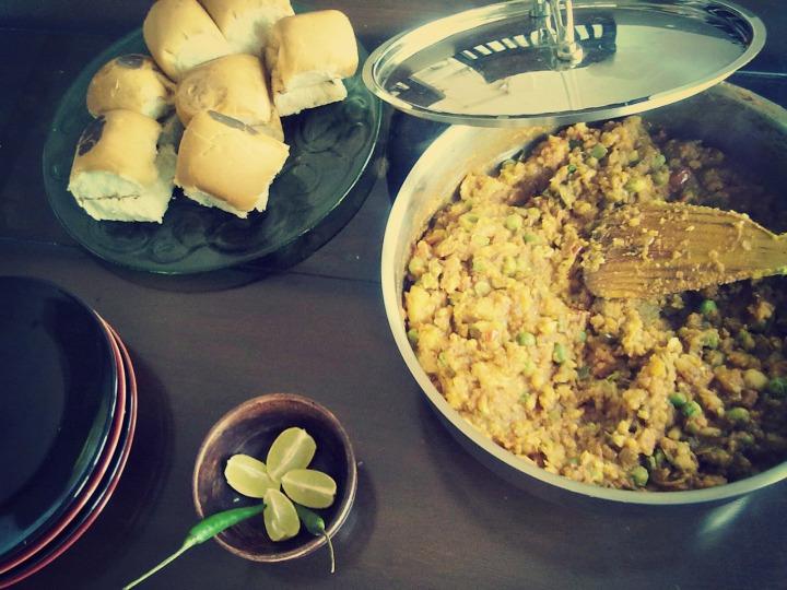 Bhaji and buttered pav